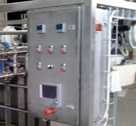 Система за автоматично управление на пастьоризатора   Производителност 1 000, 2 000, 3 000, 4 000, 5 000, 10 000, 15 000, 20 000, 25 000; Топлоносител - пара или гореща вода; Окомплектовка; Степен на автоматизация; Автоматично поддържане на ниво с устройство за поддържане на ниво.